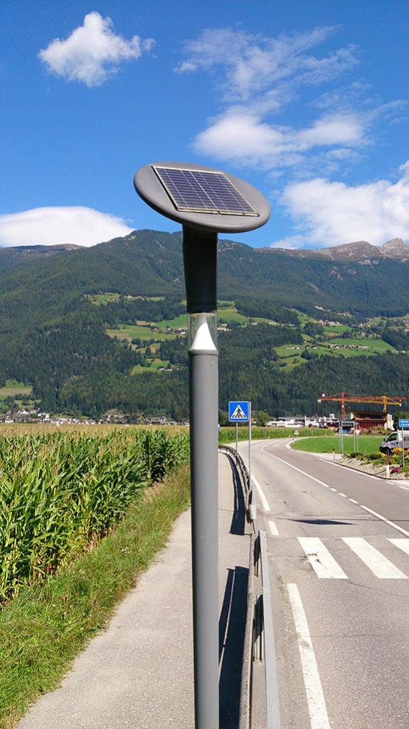 Solar-Straßenbeleuchtung_TIS-innovation-park